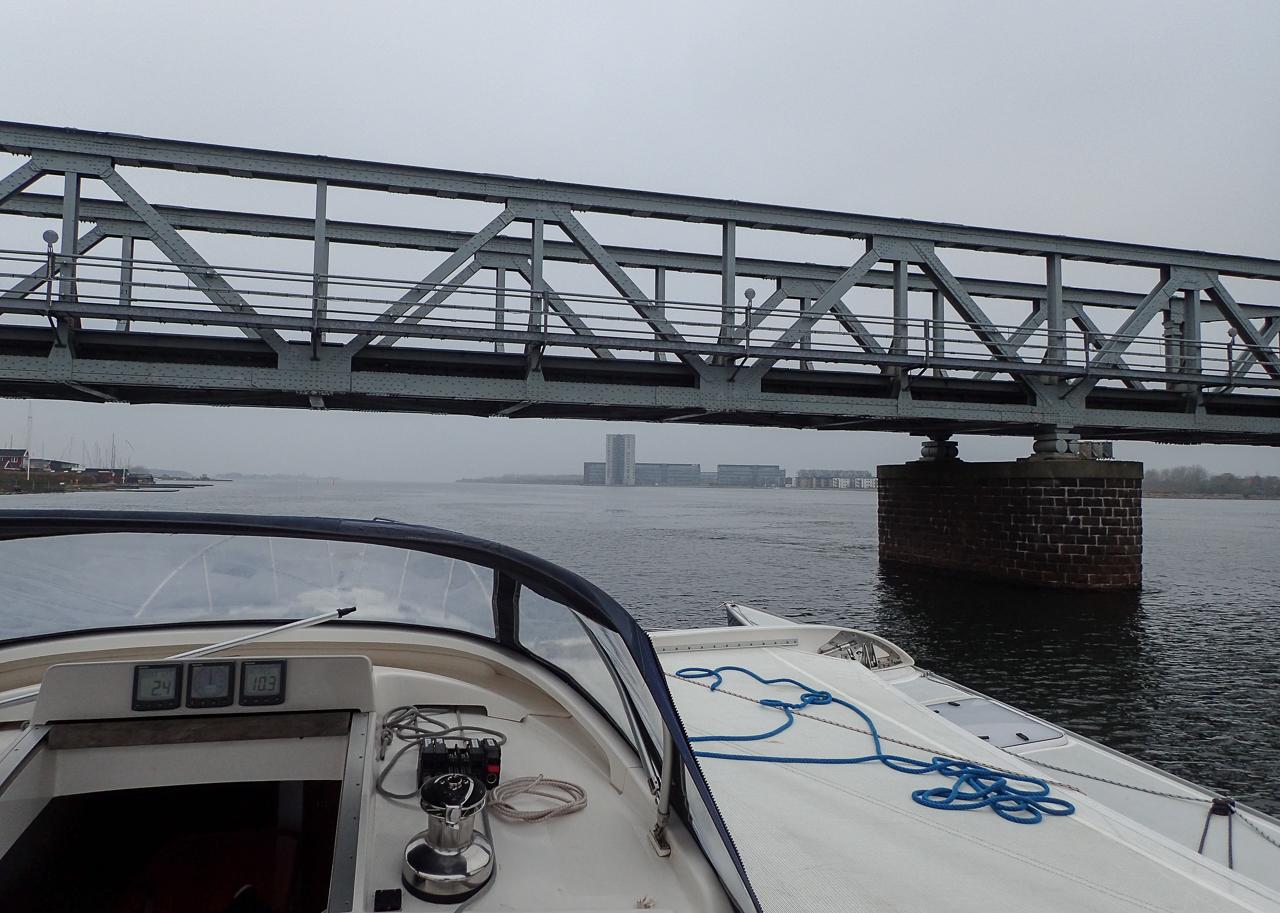 Igennem Jernbanebroen uden at få den åbnet